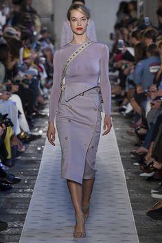 Max Mara Spring 2018 Ready-to-Wear Fashion Show - Hannah Ferguson
