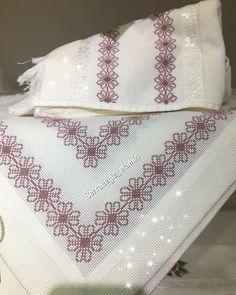 Fotoğraf açıklaması yok. Cross Stitch Borders, Cross Stitch Designs, Cross Stitching, Cross Stitch Patterns, Swedish Embroidery, Blackwork Embroidery, Embroidery Patterns, Crochet Edging Patterns, Prayer Rug