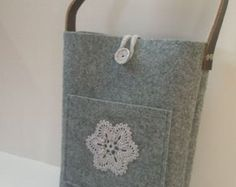 Grey felt tote bag, Felt tote - super functional lunch bag with hand crocheted flower, genuine leather handle and zipper, for shopping