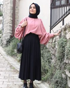 Muslim Women Fashion, Modern Hijab Fashion, Islamic Fashion, Abaya Fashion, Modest Fashion, Fashion Outfits, Modern Abaya, Hijab Style Dress, Hijab Chic