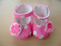 Felt Baby Shoes - Mary Janes    Like, share http://www.celebritybabyclothes.com/