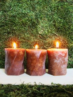 How to make your own hot cocoa candles from real cocoa, cinnamon, and vanilla. The project includes a free downloadable candle mold pattern.