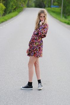 love the 60's dress and hair...why no pair it with some classic chucks