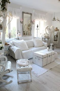 Trends in Furniture – Shabby chic furniture – Home Decor Do It Yourself Cottage Shabby Chic, Shabby Chic Living Room, Shabby Chic Kitchen, Shabby Chic Homes, Shabby Chic Style, Shabby Chic Furniture, Shabby Chic Decor, Interiores Shabby Chic, Muebles Shabby Chic