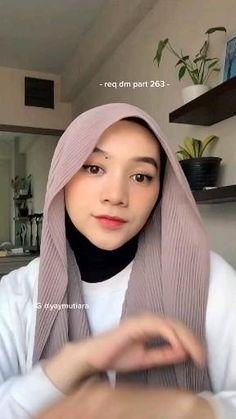 Modern Hijab Fashion, Street Hijab Fashion, Hijab Fashion Inspiration, Muslim Fashion, Simple Hijab Tutorial, Hijab Style Tutorial, Stylish Hijab, Casual Hijab Outfit, Diy Belt For Dresses