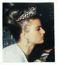 Princess Gloria von Thurn und Taxis, nee Schonburg-Glauchau, wearing the Kochert tiara of her husband's family. Image courtesy of the ever-brilliant Ursula at royal magazin, more info. https://royal-magazin.de/german/thurn-taxis/taxis-fuchsia-tiara.htm