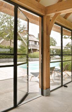 Slender steel folding doors in the exclusive pool house – Alto ■ Exclusive lounge and … Patio Roof, Pergola Patio, Backyard, Pergola Ideas, Home Room Design, House Design, Extension Veranda, Enclosed Gazebo, Future House