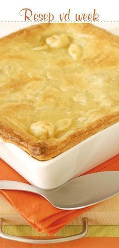 Hoenderpastei. (Vrouekeur) Easy Chicken Recipes, Meat Recipes, Baking Recipes, Dessert Recipes, Kitchen Recipes, Chicken And Mushroom Pie, 3 Ingredient Desserts, Kos, Savoury Baking