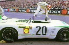 Seiffert jumping in a 908