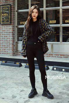 Korean Girl Fashion, Korean Fashion Trends, Fashion Mode, Ulzzang Fashion, Kpop Fashion Outfits, Mode Outfits, Look Fashion, School Outfits, Asian Street Fashion