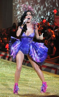 Happy 28th Birthday, Katy Perry! Check out Some of Her Hottest Looks!!!!! she is awesome