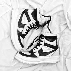 box fresh Dunks High Top Vans, High Tops, High Top Sneakers, Vans Sk8, Vans Old Skool, Fresh, Box, Shoes, Fashion