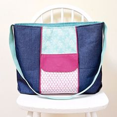 Large Zippered Tote Bag, free PDF pattern :http://vickymyerscreations.co.uk/sewing-2/large-zippered-tote-bag-free-pdf-pattern/