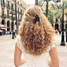 Hairstyles For Kids Curly Hair Traveling Guide: Hairstyle Diary. curly hair cuts with layers.Hairstyles For Kids Curly Hair Traveling Guide: Hairstyle Diary. curly hair cuts with layers Layered Curly Haircuts, Haircuts For Curly Hair, Curly Hair Cuts, Girl Haircuts, Short Curly Hair, Easy Hairstyles, Wavy Hair, Thick Hair, Curly Hair Layers