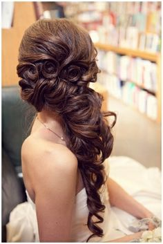 spanish wave weave hairstyles : Beautiful Hair: Little rosettes, side styling, so southern belle-like!