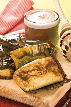 Tamales oaxaqueños de mole con chocolate caliente humm.