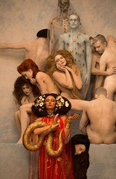 Inge-Prader-Photographer-Recreates-Gustav-Klimt-05.jpg (754×1162)
