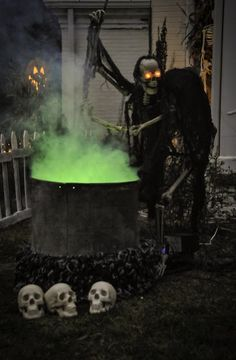 awesome outdoor halloween decor witch and cauldron with skulls diy haunted house prop - Scary Outdoor Halloween Decorations Diy