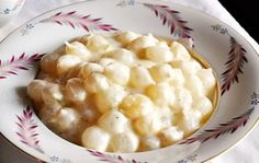 Sweet creamed pearl onion casserole compliments a big holiday dinner or a simple meal at home. Creamed Pearl Onions Recipe, Pearl Onion Recipe, Creamed Onions, Onion Casserole, Casserole Recipes, Vegetable Side Dishes, Vegetable Recipes, Thanksgiving Recipes, Holiday Recipes