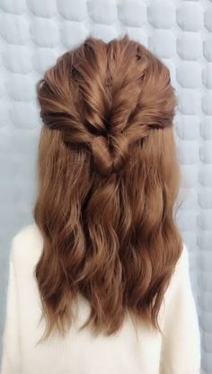 Hairstyles for dinner party Many girls will dress themselves carefully when going on a date. In addition to choosing beautiful clothes, they also need to wear a beautiful hairstyle. These princess hair styles are too suitable for girls to use when dating Long Hair Braided Hairstyles, Cute Hairstyles, Dinner Hairstyles, Long Hair Half Updo, Long Bob Updo, Halfway Up Hairstyles, Half Up Half Down Hairstyles, Simple Hairstyles For Medium Hair, Simple Hairstyles For Long Hair