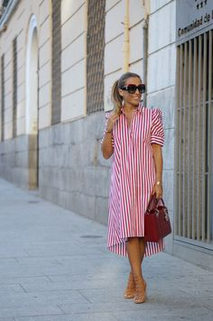 Dress In Shirt Style has never been so Dizzy! Since the beginning of the year many girls were looking for our Chic guide and it is finally got released. Now It Is Time To Take Action! Classy Outfits, Stylish Outfits, Modest Fashion, Fashion Dresses, Linen Dress Pattern, Simple Dresses, Summer Dresses, Stylish Clothes For Women, Elegant Outfit