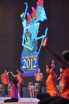 Performers dancing at VCON stage #VIND12