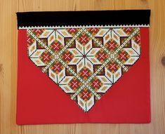 Bunad og Stakkastovo AS Crochet Bedspread, Cute Designs, Crochet Rope, Bead Crochet, Quilts, Blanket, Sewing, Hardanger, Beaded Crochet