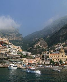 The picturesque seaside town of Positano, on the Amalfi Coast, not far from Naples, Italy   Free travel guides to the Amalfi Coast and the rest of Italy.