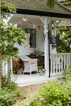 This Edwardian cottage comes to life through neutral colours and vivid vintage fabrics Chris Myers has introduced homespun charm to her pretty home Cottage Porch, Cottage Exterior, Garden Cottage, Shabby Chic Cottage, Shabby Chic Homes, Cottage Homes, Cottage Style, Country Cottage Decorating, Shabby Chic Garden
