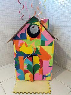 Reciclagem - Casinha feita com caixa de papelão.