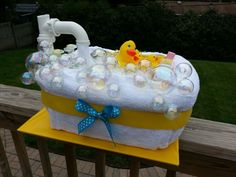 Rubber Bathtub Diaper Cake 55 size one diapers Rectangular basket Extra large hooded towel Family of rubber duckies Baby wash, lotion & powder . Baby Shower Duck, Rubber Ducky Baby Shower, Baby Shower Diapers, Baby Shower Cakes, Baby Shower Gifts, Unique Diaper Cakes, Diy Diaper Cake, Duck Diapers, Bath Gift Basket