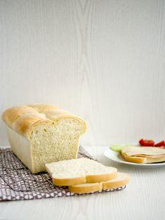 Toastový máslový chléb Cornbread, Toast, Baking, Ethnic Recipes, Food, Millet Bread, Bakken, Essen, Meals