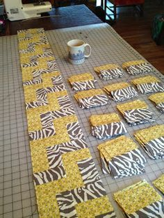 Schnitzel Boo: Tutorial: Step-Up Zig Zag Quilt. possibly with larger squares? Tutorial: Step-Up Zig Zag Quilt. It's the zigzag quilt set square. Set on point it's a hip chevron quilt. This will be quilt I may make wider strips and bigger blocks for a bigg Quilting Tips, Quilting Tutorials, Quilting Projects, Quilting Designs, Quilting Board, Machine Quilting, Strip Quilts, Easy Quilts, Quilt Blocks