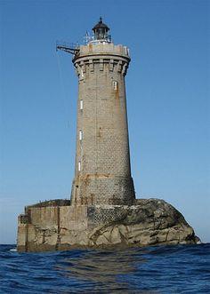 Manche - Phare du chenal du Four, Porspoder (Finistère) - Coordonnées 48°31′24″N / 4°48′19″O - Feux : 5 éclats blancs, 15 secondes