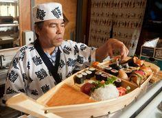 sushi mit den händen essen