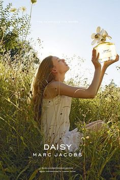 Marc Jacobs Daisy- Pure, natural (location- field where daisies would grow, natural make up and hair)