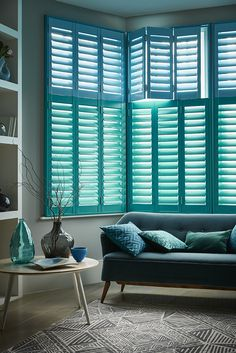 Get home inspiration with our great collection of shutters images. Our gallery of real life window shutters will inspire - different styles and coloured shutters. Cafe Style Shutters, Interior Window Shutters, Interior Windows, Interior Design Blogs, Interior Stylist, Interior Paint, Luxury Interior, Interior Decorating, Living Room Green