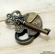 Antique Flowers Carved PADLOCK with BIG SKELETON Keys Solid Brass Vintage Safe Lock by ArtsofBrass on Etsy https://www.etsy.com/listing/130974109/antique-flowers-carved-padlock-with-big