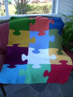 jigsaw puzzle afghan :: no pattern but i bet i could find one if i went looking, or at least figure this out