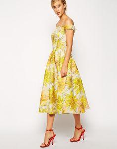 Foto 20 de 20 Femenino diseño estilo lady like con escote tipo barco y falda midi | HISPABODAS