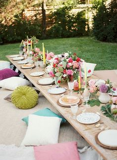 Such a welcoming table for entertaining outdoors in spring or summer.