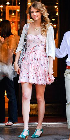 Taylor Swift in a Rebecca Taylor dress.  #TaylorSwift