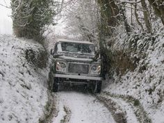 http://www.la-basse-cour.co.uk/Pictures/Landrover%20in%20the%20snow,%20February%202005.jpg
