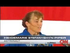 Une astronaute MARY ANNE STEPHANY SHYN - PIPER s'évanouie avant de pouvoir déclarer qu'elle a vu.........Le 19 septembre 2006, la mission STS 115 de la navette ATLANTIS est incapable de revenir sur Terre. Elle doit attendre 24 heures à cause d'un objet qui interfère avec sa trajectoire. L'objet la suit depuis plusieurs heures. Lorsque l'astronaute, Mary Anne Stefany Shyn-Piper, essaie d'expliquer ce qui s'est passé, elle s'effondre. Elle essaie de nouveau et s'évanouit encore une fois.......