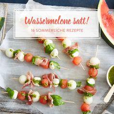 Wassermelonen-Caprese-Spieße mit Basilikum-Vinaigrette