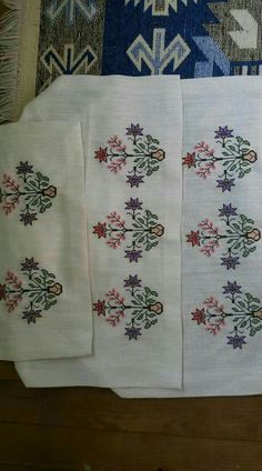 This Pin was discovered by Neş Embroidery Patterns Free, Hand Embroidery Designs, Moda Emo, Bargello, Linen Napkins, Needlepoint, Diy And Crafts, Cross Stitch, Quilts