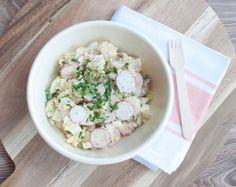 Aardappelsalade met radijs en augurk; een lekkere salade voor bij de barbecue, gourmetten of de fondue. Zomers, fris en feestelijk. Een aanrader!