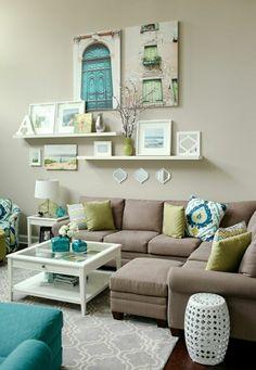wohnzimmer in pastellfarben mit schner wanddekoration regale