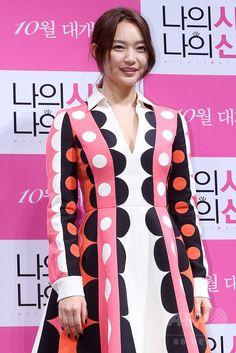 韓国・ソウル(Seoul)で行われた、映画『私の愛、私の花嫁(My Love, My Bride)』の制作報告会に臨む、女優のシン・ミナ(Shin Min-a、2014年9月1日撮影)。(c)STARNEWS ▼6Sep2014AFP ラブコメディー映画『私の愛、私の花嫁』、制作発表会開催 http://www.afpbb.com/articles/-/3025063 #Shin_Min_a