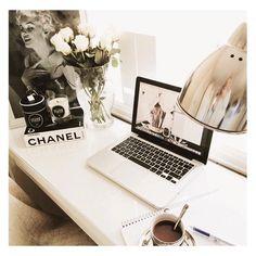 "Fleek. Office. Decor. on Instagram: ""Office chic. Cc: @shelleylcook_slc"""